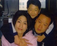 helicopter crash victim, Si Young Lee, right, with his wife, Boo Sool Park and one of their children